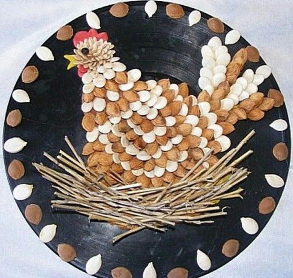 Поделки из тыквенных семечек курица